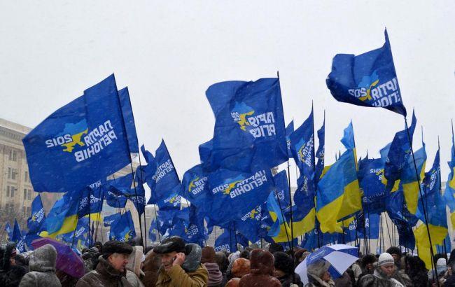 Фото: Партия регионов подала финансовой отчет в НАПК