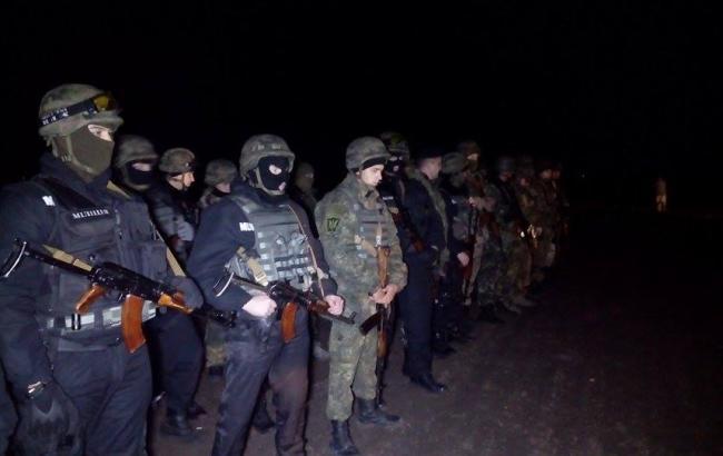 Фото: на границе с Крымом произошли столкновения между участниками блокады и Нацгвардией