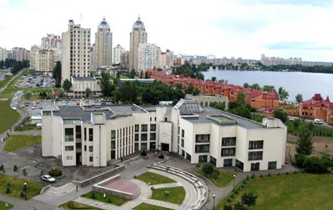Искусство против чиновников. Кто претендует на землю и здание Киевской академии искусств на Оболони