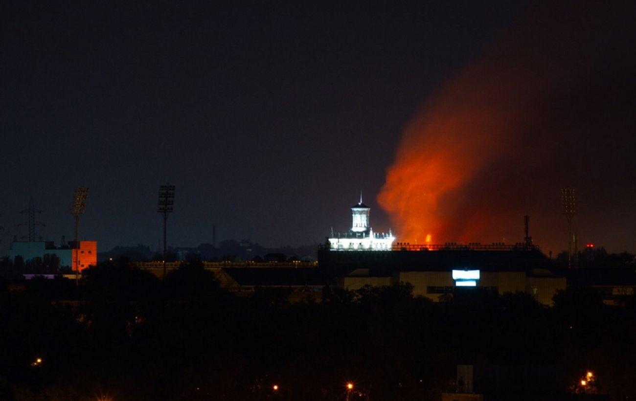 В Запорожье горит многоквартирный дом: причиной пожара мог стать взрыв газа