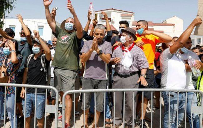 Президент Тунісу слідом за звільненням прем'єра прибрав двох міністрів