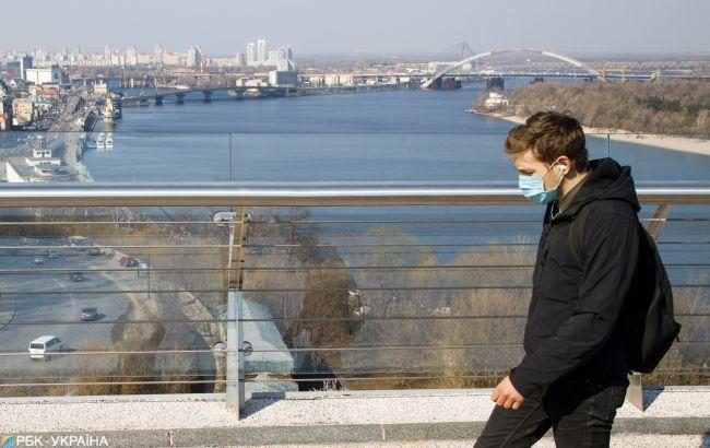 В Киеве ввели обязательное ношение масок на улице