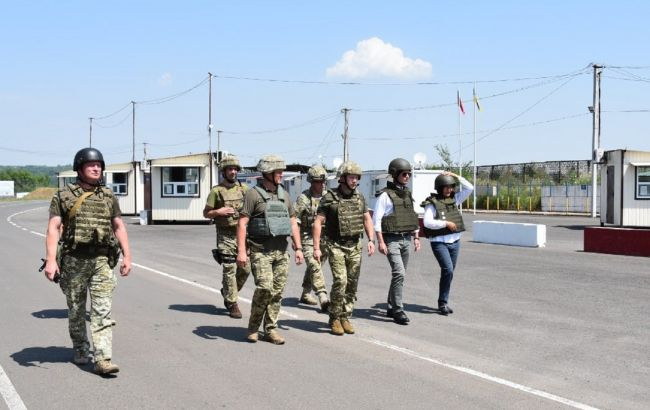 Делегация Дании во главе с послом в Украине посетила зону ООС