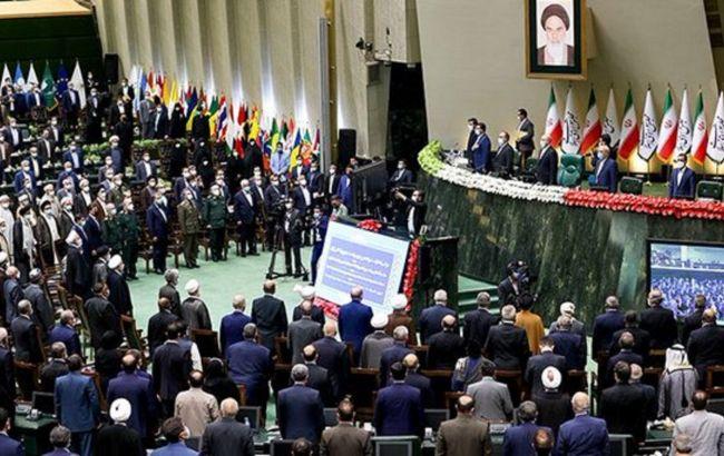 В Иране официально сменился президент: Раиси принес присягу
