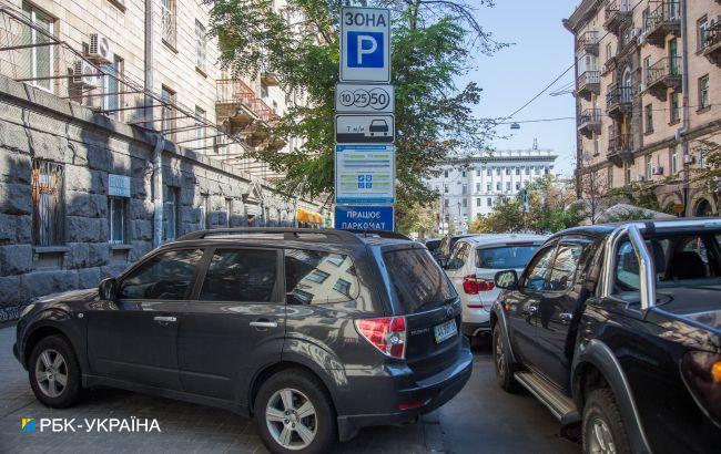 В Україні буде більше платних парковок: Кабмін передає повноваження на місця