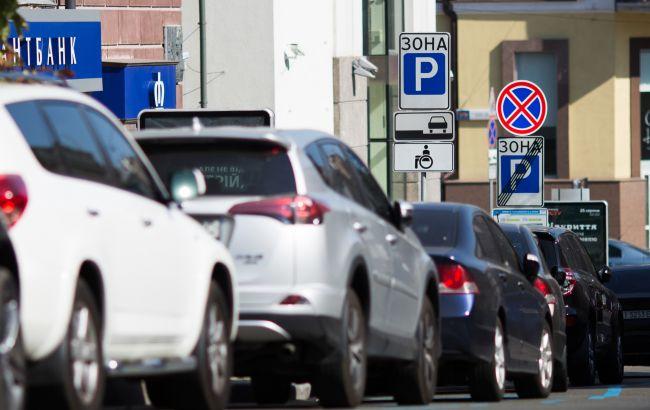 Выдача документов и номерных знаков в автосалоне: Кабмин урегулировал вопрос