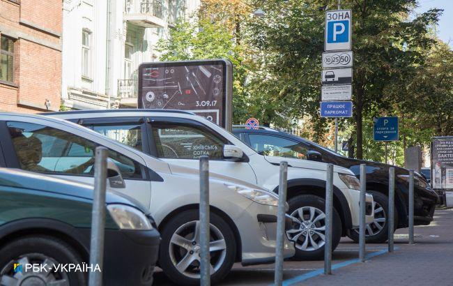 В Киеве парковки вновь станут платными