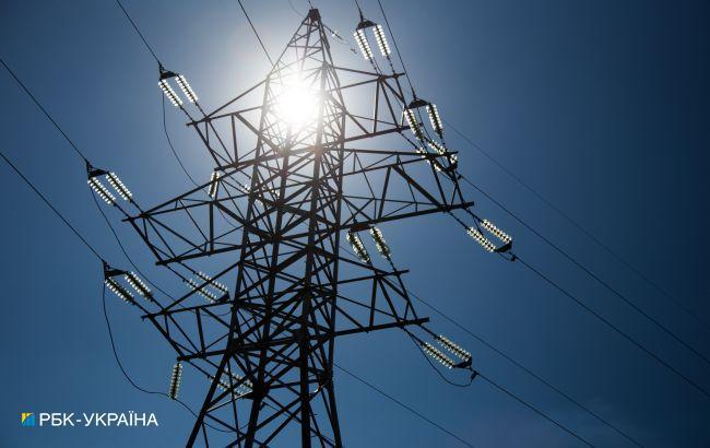 Из-за непогоды в Украине без света остались более 100 населенных пунктов