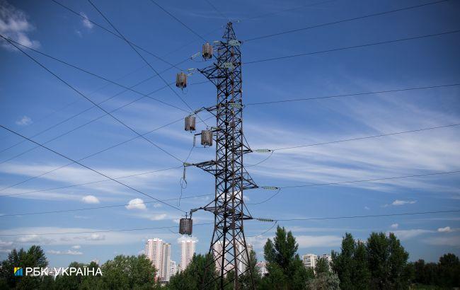 Из-за непогоды в Украине без света остались 838 населенных пунктов