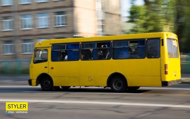 Во Львове маршрутка без тормозов вылетела на тротуар: появилось видео
