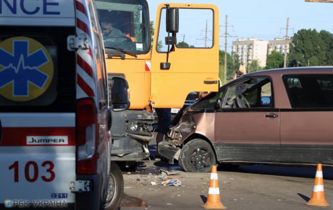 ДТП під Києвом: чоловік, ризикуючи своїм життям, врятував вагітну жінку з палаючого авто