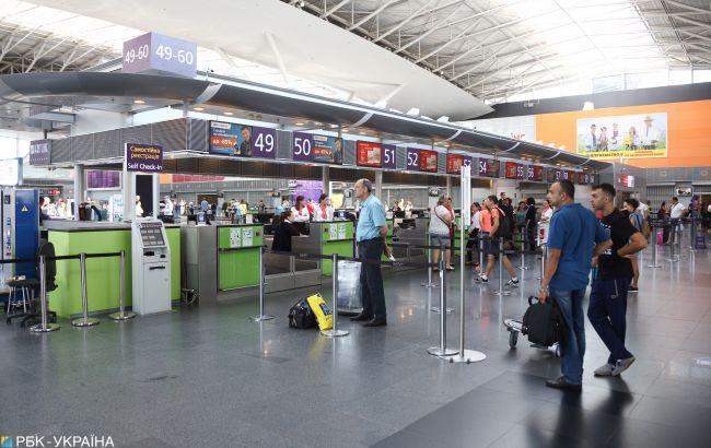 АМКУ требует от авиакомпаний прекратить продажу билетов до завершения карантина