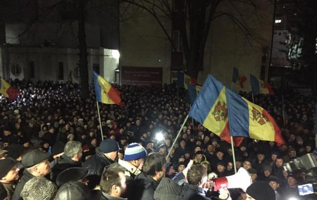 Протести в Молдові: активісти увірвалися в будівлю парламенту