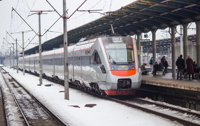 Из-за непогоды в Украине задерживаются поезда