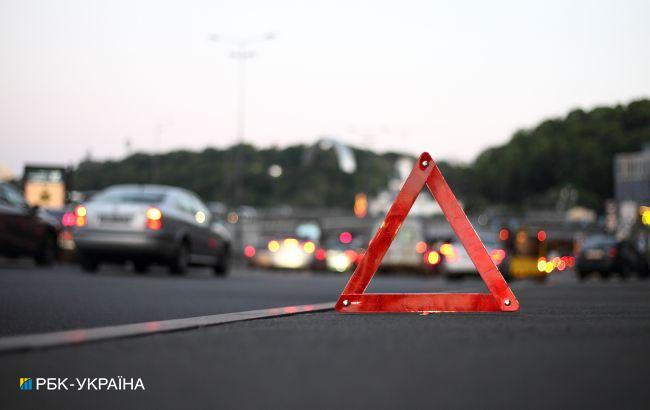 Трассу из Киева на Харьков перекрыли из-за ДТП. Образовалась пробка