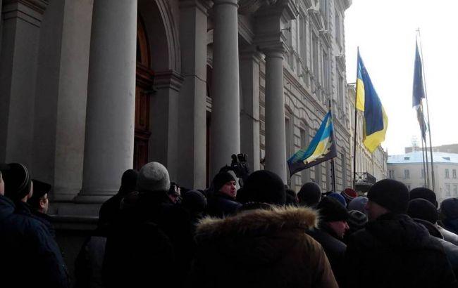Фото: пикет Львовской ОГА