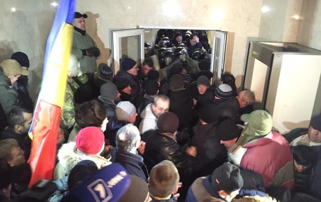 Фото: штурм парламента в Молдове
