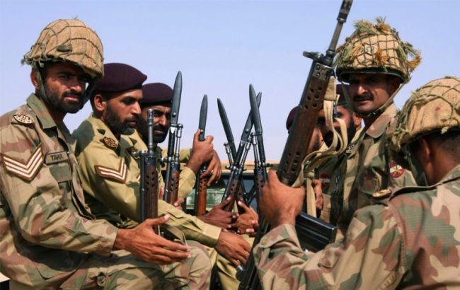 Пакистан заявив про знищення 5 прикордонних блокпостів Афганістану