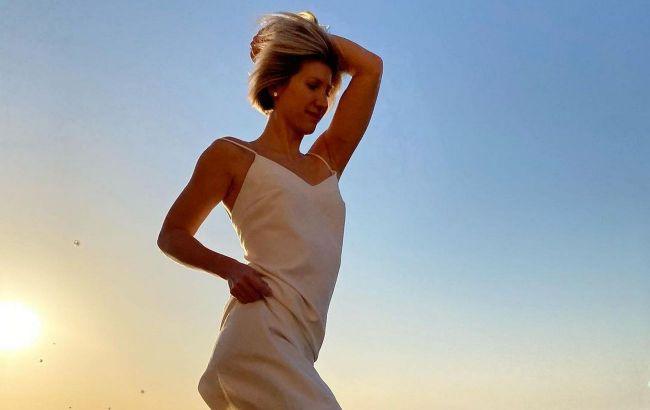 Непристойна краса: Аніта Луценко захопила фоловерів запальним танцем на березі океану