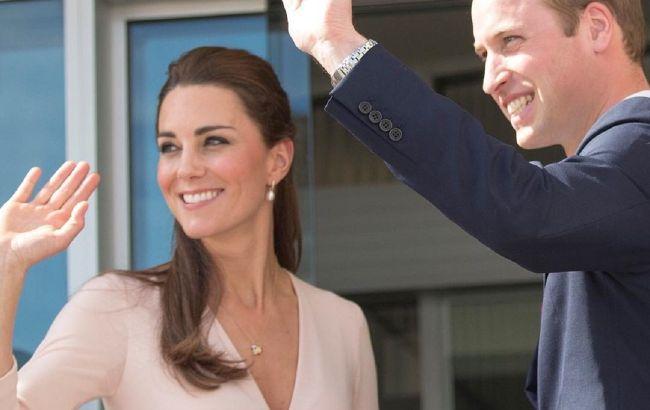 Немов наречена: Кейт Міддлтон в розкішному мереживному пальто відвідала місце свого весілля