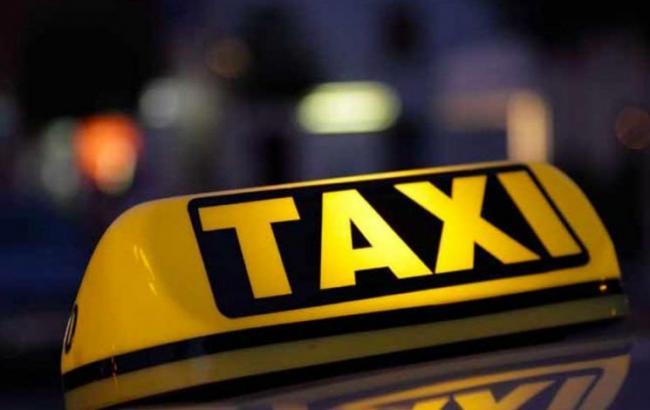 ВВаршаве таксисты протестуют против незаконных  перевозчиков