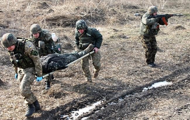 В зоне АТО на Донбассе ранен один украинский военный, - штаб