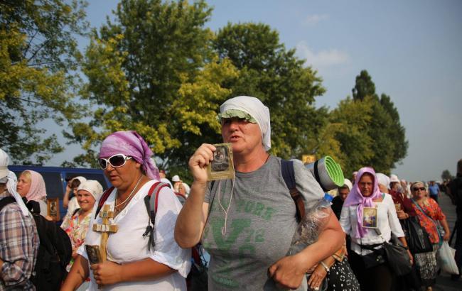 Фото: Крестный ход направляется в Киев