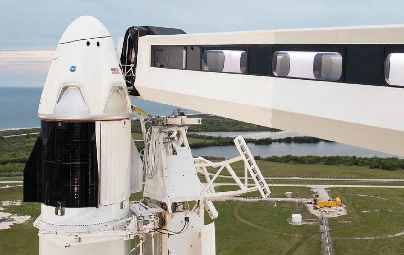 SpaceX впервые отправляет астронавтов в космос: онлайн-трансляция