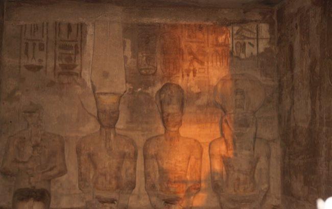 """У Єгипті тисячі туристів побачили """"сонячну посмішку"""" фараона"""