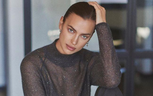 Модна завжди: Ірина Шейк вирушила на прогулянку в трендовому пуховику і черевиках