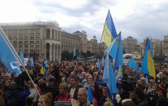 Фото: на Майдані триває акція в пам'ять про жертви геноциду кримських татар