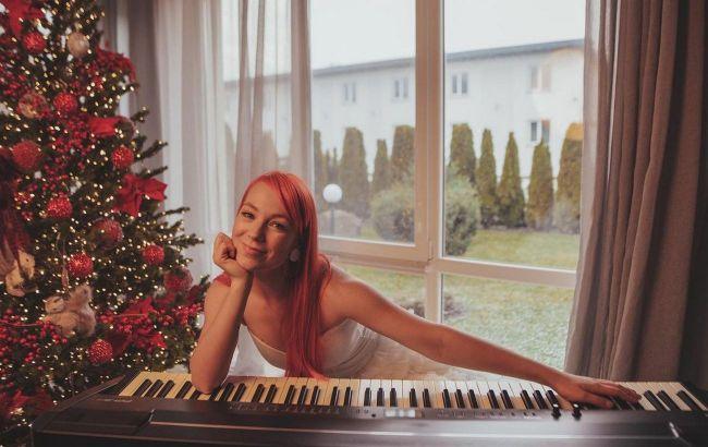 Щаслива родина: Світлана Тарабарова захопила шанувальників різдвяними фото з чоловіком і дітьми