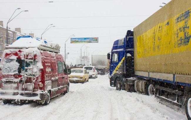 Фото: обмеження для в'їзду вантажного транспорту в Київ знято