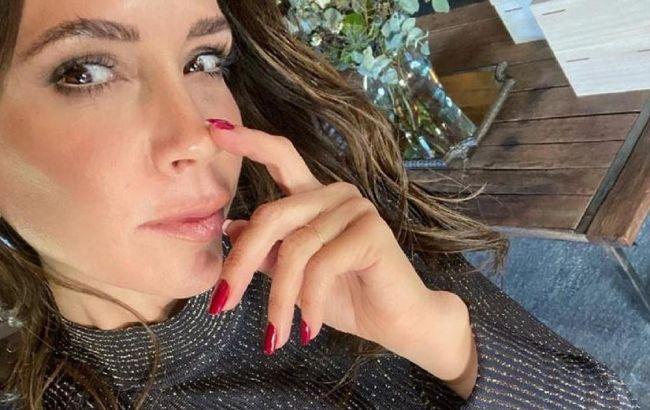 46-річна Вікторія Бекхем підкорила стрункою фігурою в міні-сукні