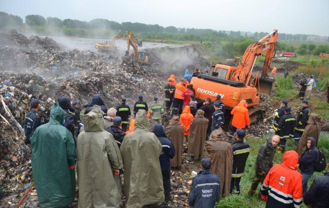 На сміттєзвалищі в Грибовичах виявили тіло третього рятувальника