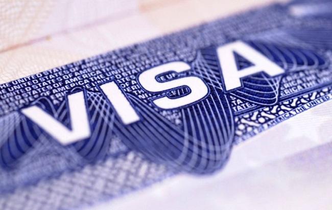 Фото: процес видачі віз іноземцям спростять