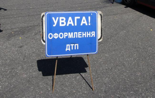 У Києві автобус з 30 студентами врізався в електроопору, є постраждалі, - МВС
