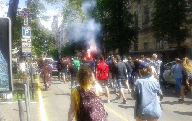 Фото: правоохранители сопровождали  группа из 50 радикально настроенных молодых людей