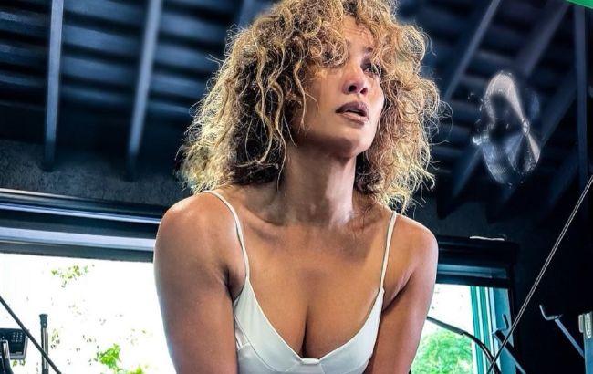 Идеальное тело: 51-летняя Дженнифер Лопес в крошечном бикини соблазняет формами