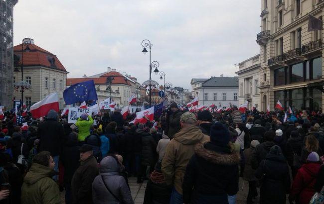 Протесты в Польше: полиция помогла Качиньскому покинуть Сейм