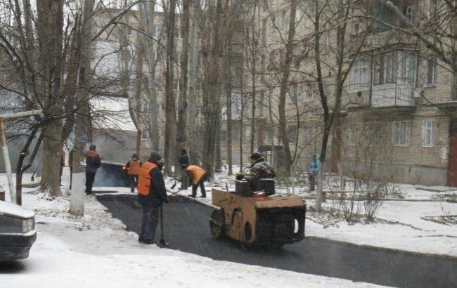 """Фото: Новий """"метод"""" укладання асфальту (рodrobnosti.mk.ua)"""