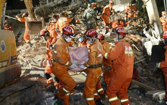 Фото: в Китае растет количество погибших от обрушения домов