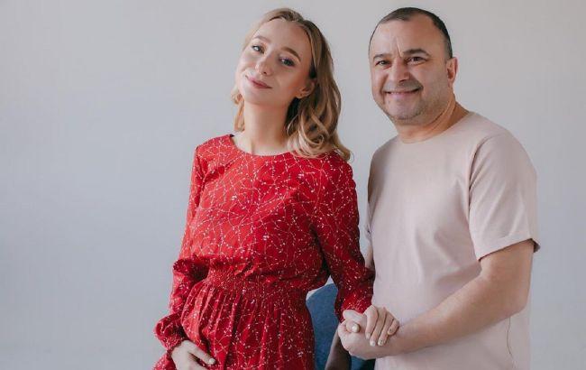 Вагітна дружина Віктора Павліка показала кругленький животик (відео)