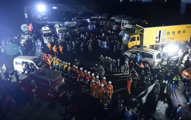 Фото: спасательная операция на шахте в Китае