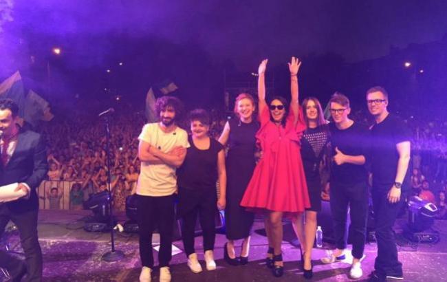 Фото: Джамала на сцене (Facebook)