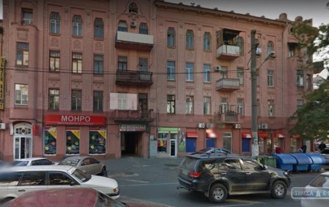 """Фото: В Одессе в подъезде столетнего жилого дома обрушился потолок (""""Трасса Е-95"""")"""