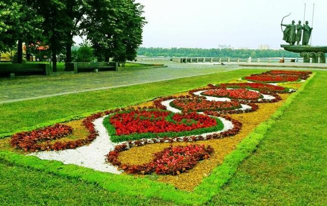 """Киевские коммунальщики обещают """"утопить"""" город в цветах"""