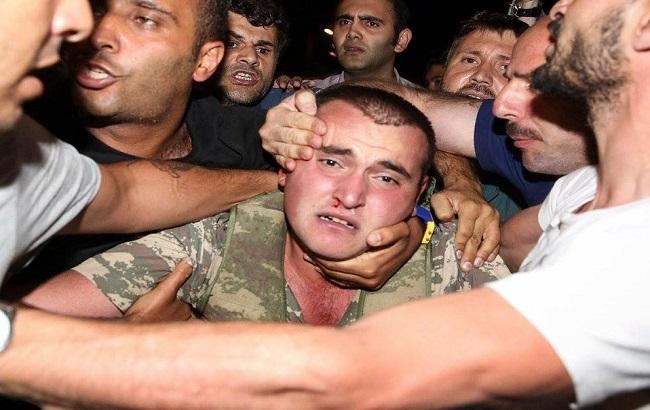 Фото: затримання турецьких військових