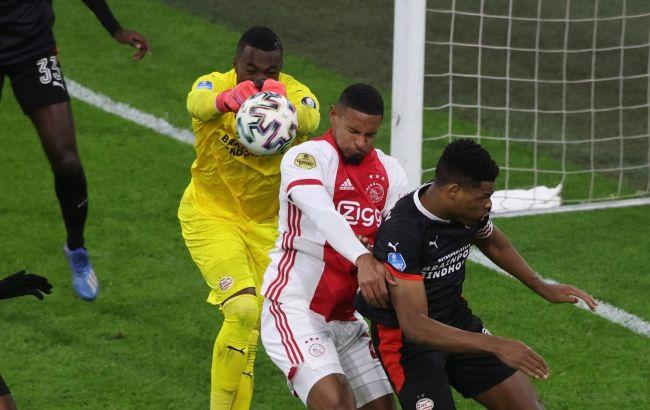 """У """"Аякса"""" проблемы: УЕФА отстранил вратаря и не разрешил дозаявить форварда"""