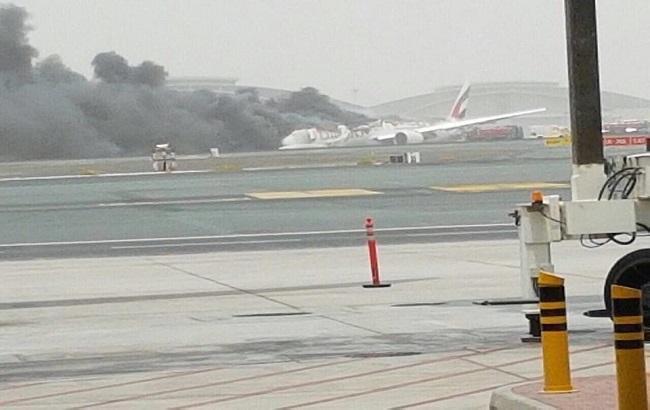 Фото: рейс EK521 здійснив аварійну посадку